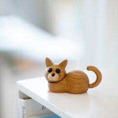 Træfigur Kattekillingen Hope i eg og ahorn fra Spring Copenhagen