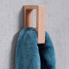 Håndklædeholder i egetræ fra Andersen Furniture