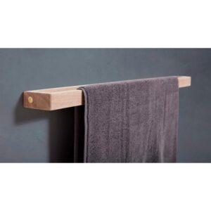 Håndklædestang i egetræ med en enkelt stang fra Andersen Furniture